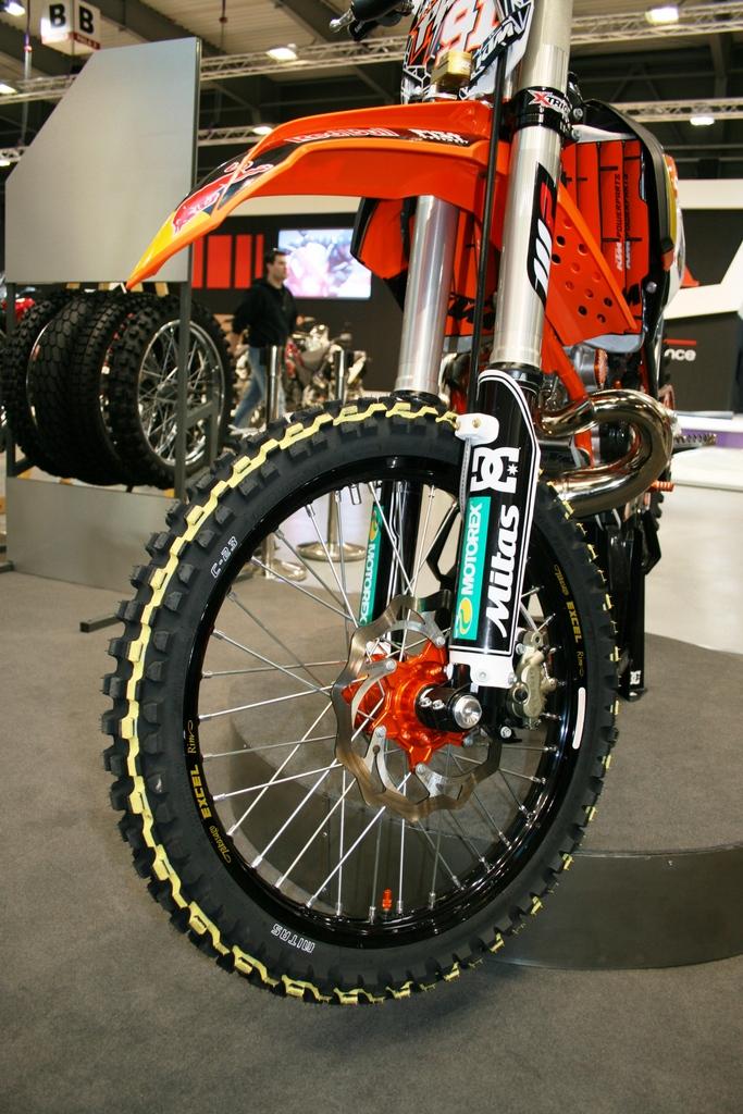 Motocykl Petra Piláta s pneumatikou Mitas C-23