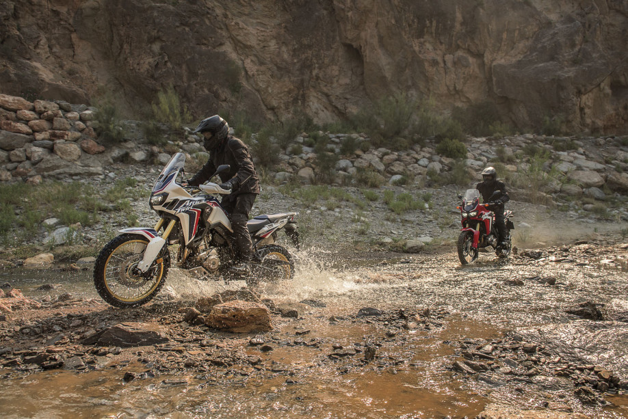 CRF1000L Africa Twin-Adventure-crfdakar-tricolour-2015-106_1