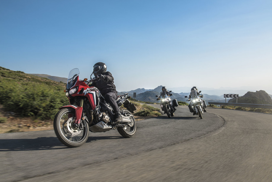 CRF1000L Africa Twin-Adventure-crfdakar-tricolour-2015-107_1