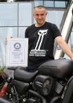 H-D_Guinness rekord_Maciek s certifikatem