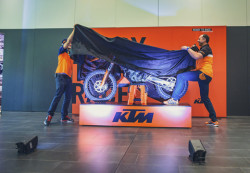 KTM EXC_MODELO 2017_Mostrando la moto