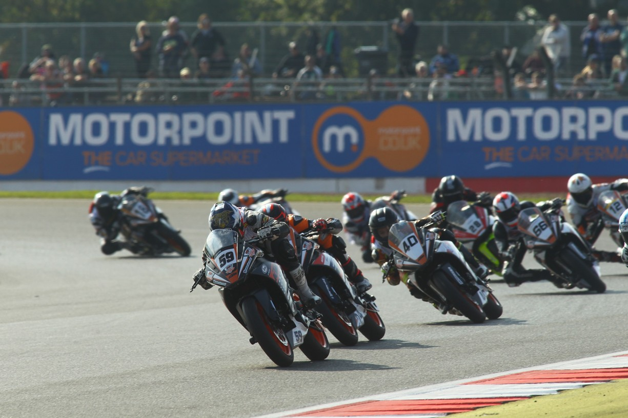 KTM RC CUP World Final action_KTM RC 390 Cup_Silverstone 2015