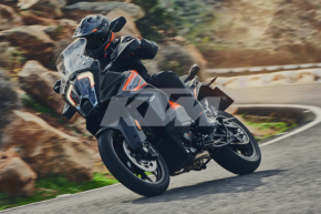 KTM 1290 SUPER ADVENTURE S - Action 2 (1)