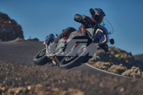 KTM 1290 SUPER ADVENTURE S - Action 3 (1)