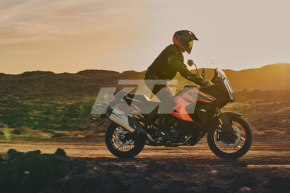 KTM 1290 SUPER ADVENTURE S - Action 5 (1)